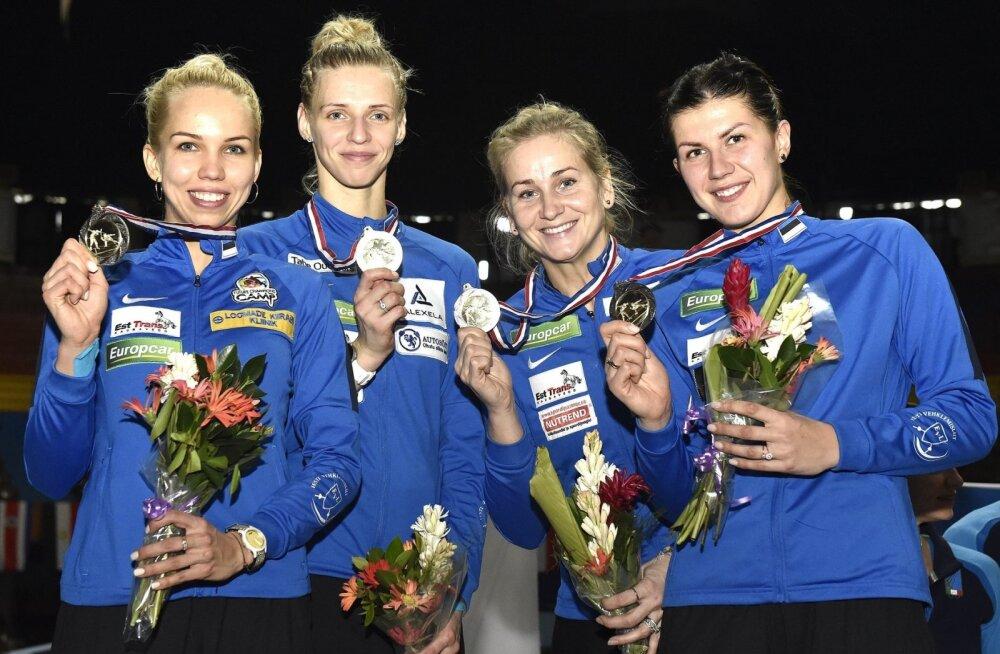 Hõbedane epeenaiskond: (vasakult) Erika Kirpu, Katrina Lehis, Kristina Kuusk ja Julia Beljajeva