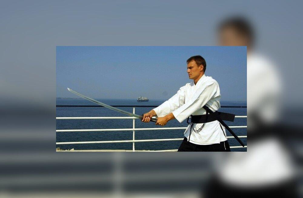Rahvaliidu samuraid tahavad lüüa platsi puhtaks