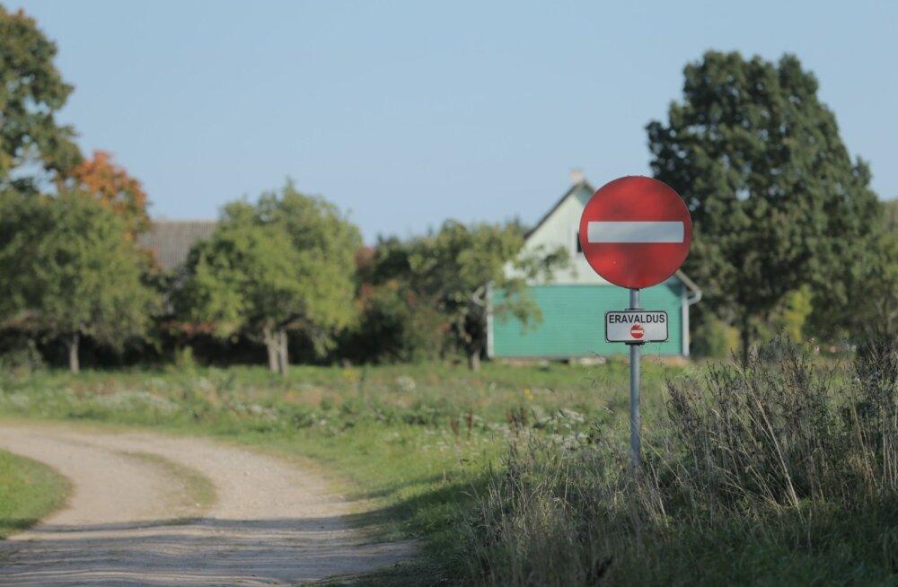 Talu Nõo vallas Aiamaa külas, kus elasid tapmises kahtlustatud isa ja poeg Jaak Hütter.