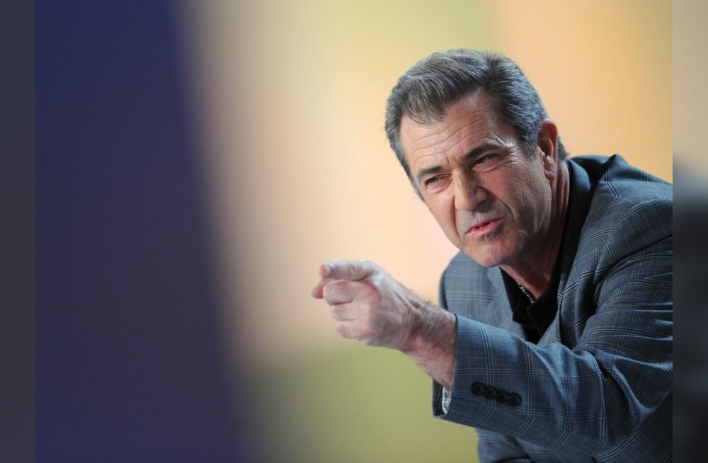 """US actor Mel Gibson speaks during the TV broadcast show """"Le Grand Journal"""" on Canal + channel on February 3, 2010 in Paris. Gibson presented """"Hors de Controle"""" (Out of Control) movie by Martin Campbell. AFP PHOTO BERTRAND LANGLOIS"""