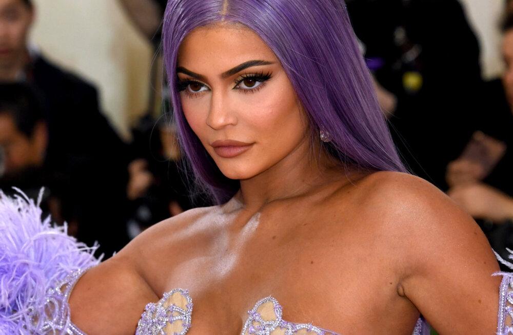 Kylie Jenner tunnistab, et on juba aastaid ärevushäirega võidelnud: miljonite silmapaaride all kasvamine ei ole normaalne