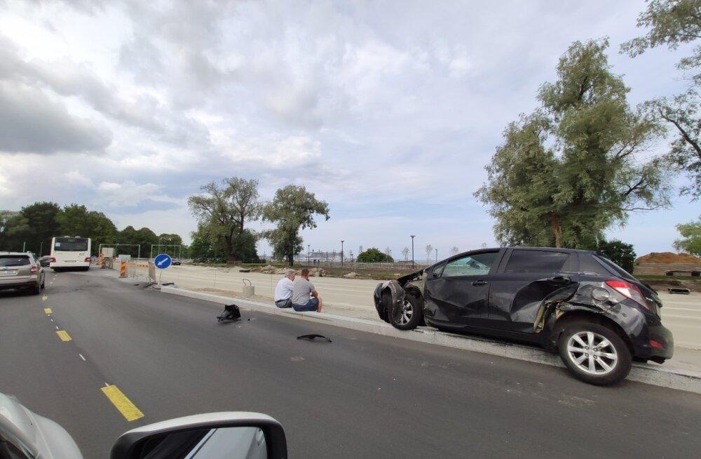 ФОТО | На Рейди теэ столкнулись польский грузовик и легковушка
