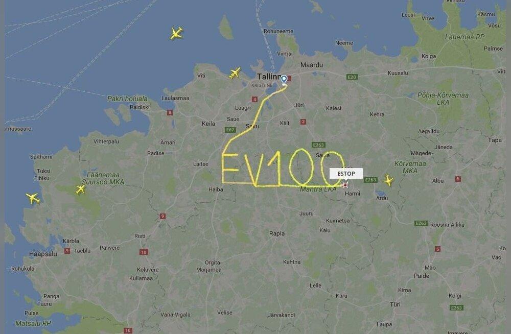 """ФОТО: С юбилеем, Эстония! Вертолет """"нарисовал"""" в воздухе EV100"""