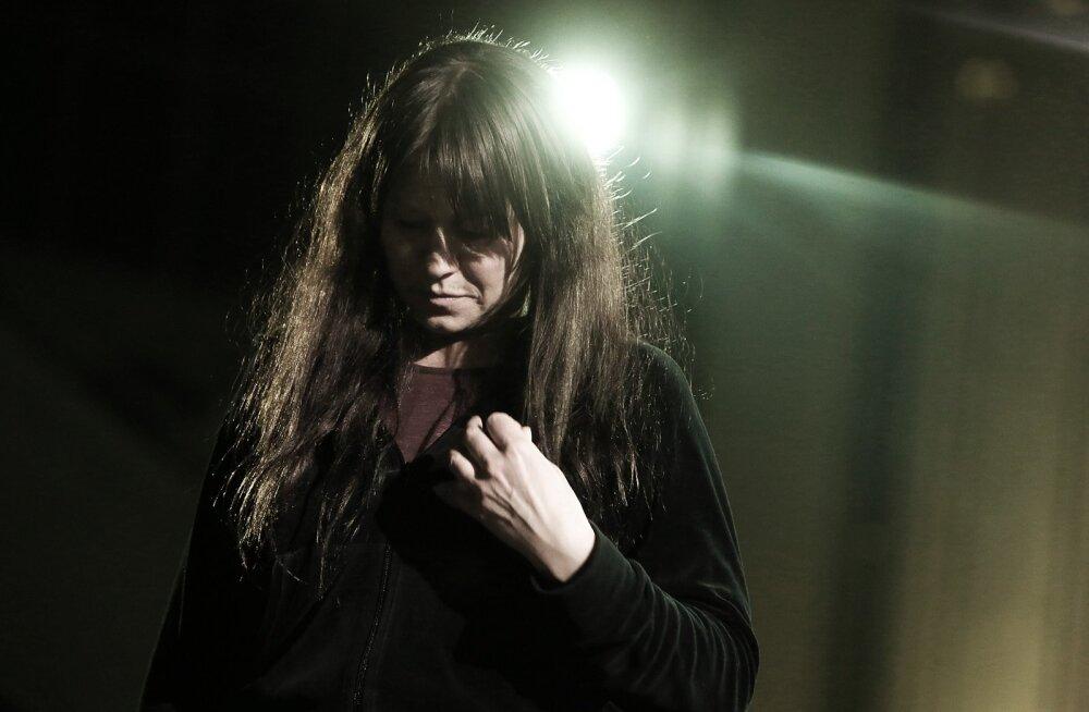 Nico (Trine Dyrholm) elu on üksildane.