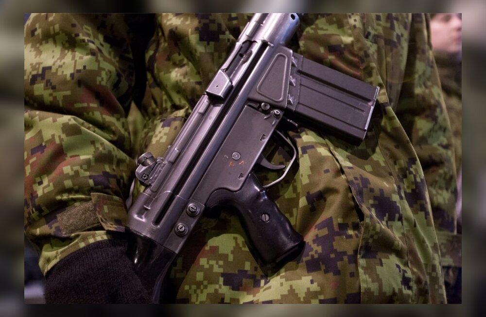 Ringkonnakohus jättis kaitseväest relvaosasid smugeldanud mehed vahi alla