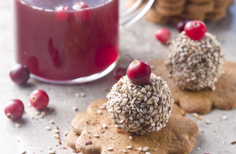 RETSEPT | Katseta julgelt ja paku külalistele hõrku jõulugurmeed: pasteedipallid piparkoogil