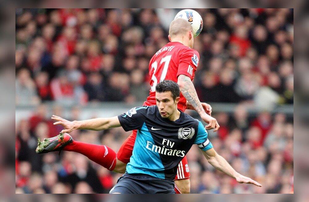 VIDEO: Van Persie tegi Liverpooli fännidel meele mõruks