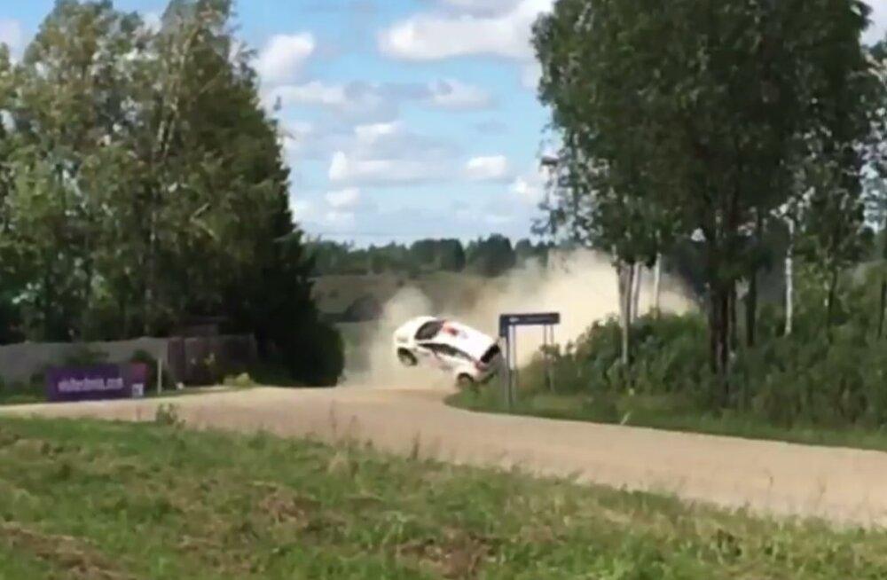 VIDEO: Mõlema jaapanlase debüüt Rally Estonial lõppes avariiga