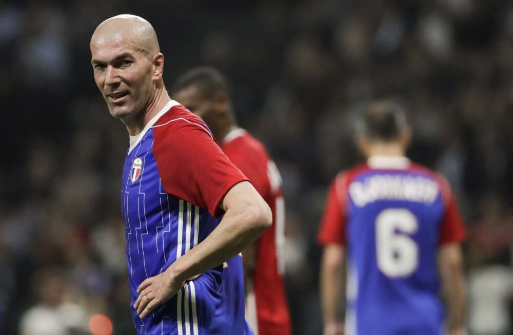 VIDEO | Klassi endiselt jagub! Zinedine Zidane virutas heategevusmängul karistuslöögist vinge värava