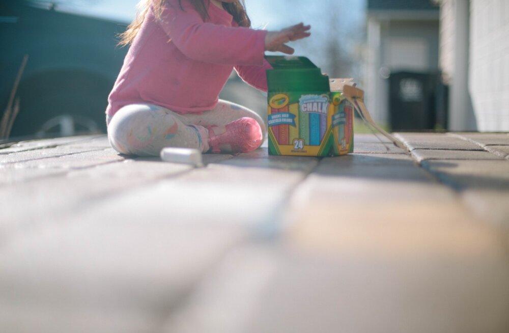 Ka väikesed lapsed saavad majapidamistöödes kaasa aidata! Anna neile sellised ülesanded ja nad aitavad sind rõõmuga