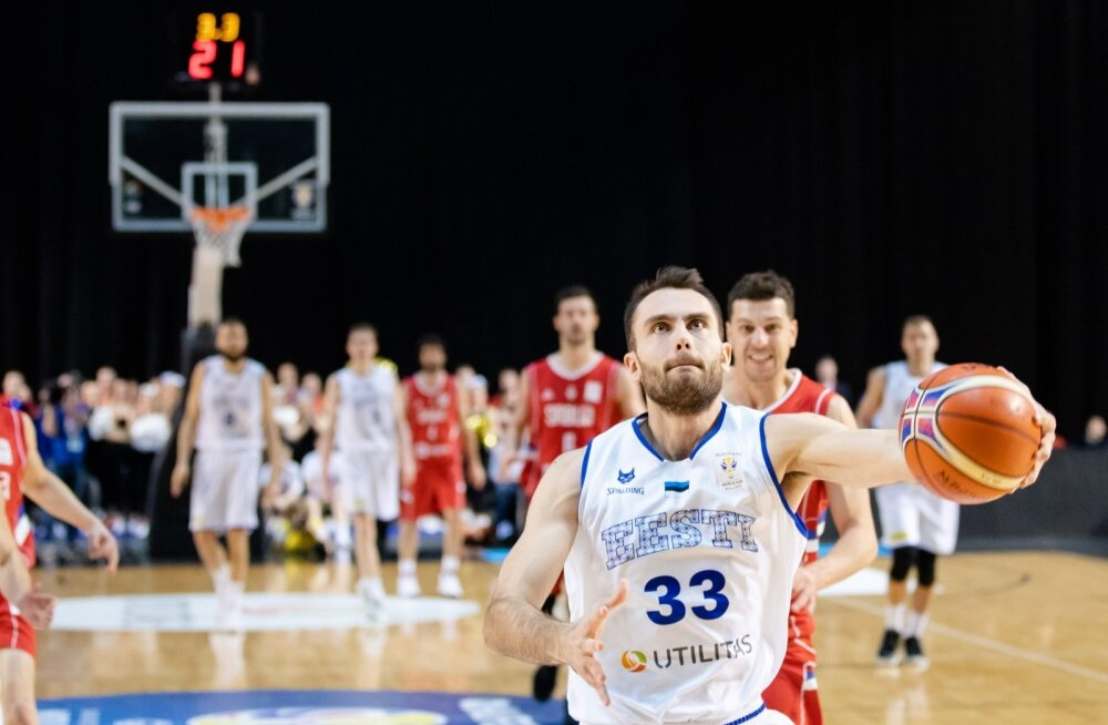 Kristjan Kitsing Serbiat kiusamas