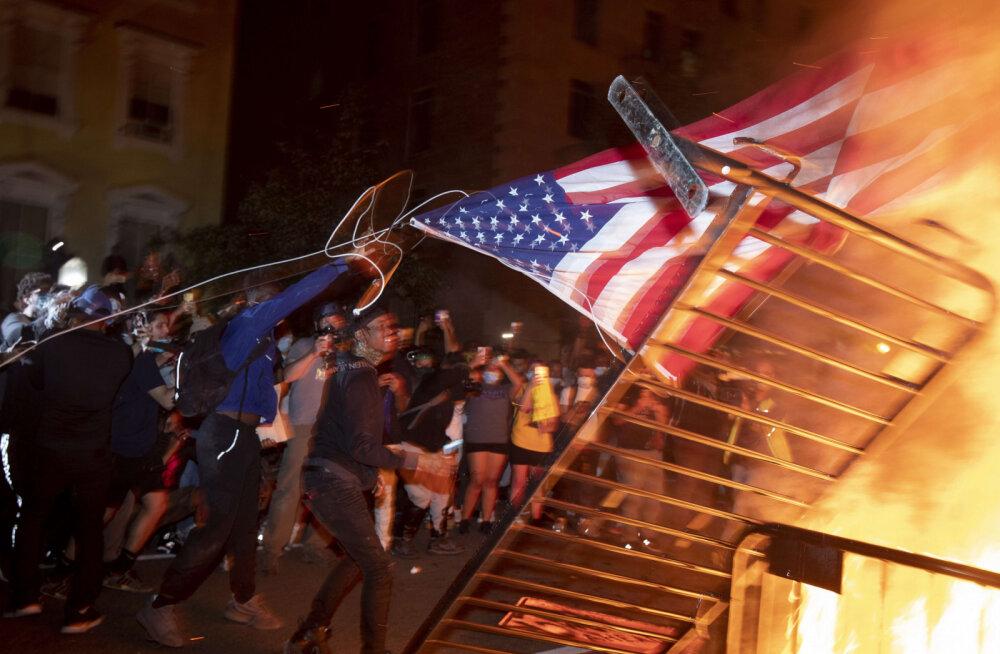 ВИДЕО | AP: полиция США задержала более 4000 человек в ходе протестов