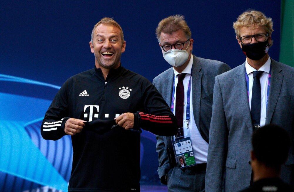 Hansi Flick võib naeratada - Bayernil läheb viimasel ajal hästi.