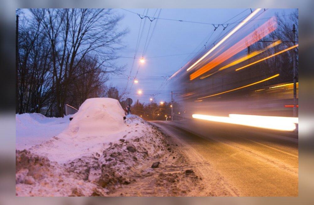 Ettevaatust, lendlev lumi muudab teeolud raskeks!