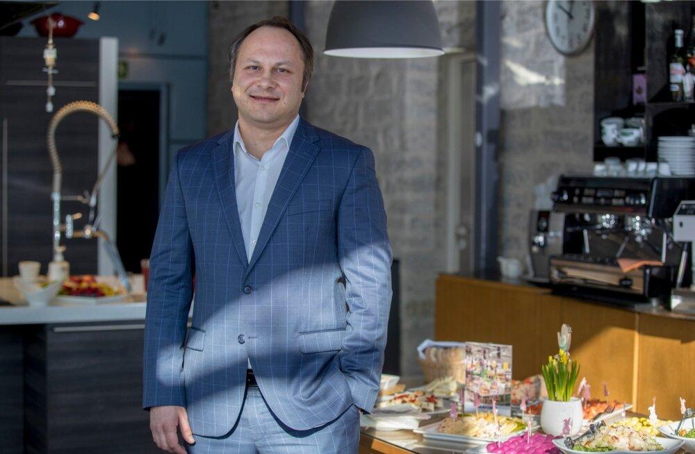 Maxima Eesti tegevjuht Vygintas Šapokas lubab, et nende poed veel niipea ainult iseteeninduskassadele üle ei lähe.