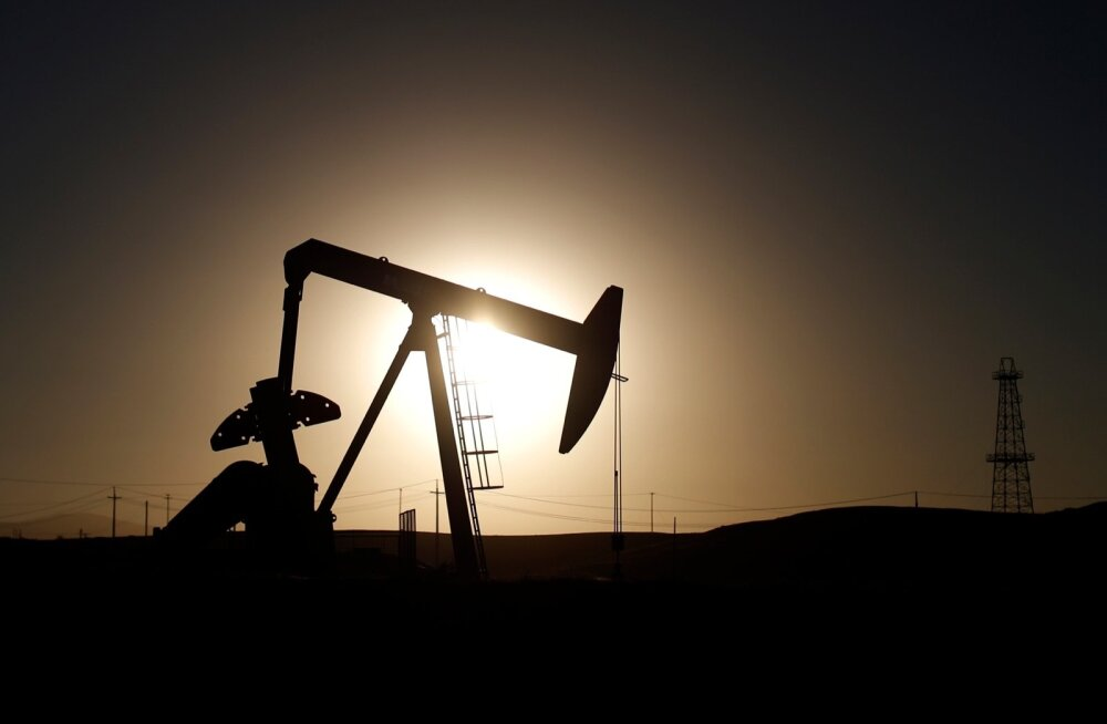 Nafta puurtorn Californias.