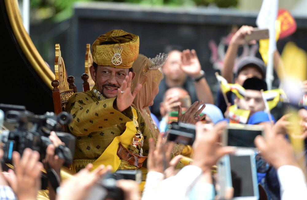 Мне — гарем, вам — Коран: cултан Брунея прожигает жизнь с любовницами втайне от набожных подданных