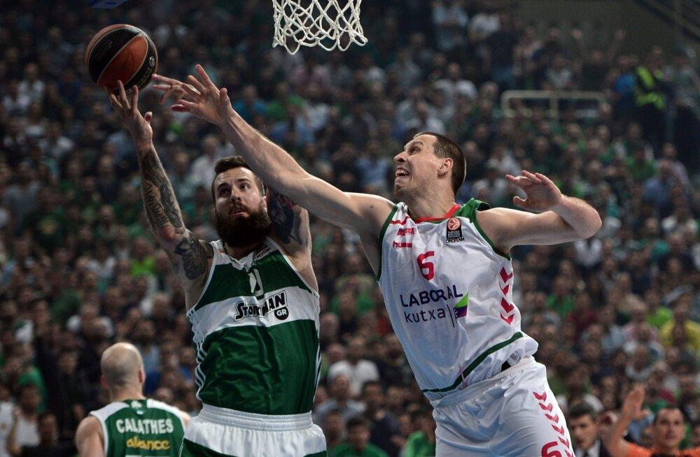 Miroslav Raduljica (Panathinaikos) ja Darko Planinic (Laboral Kutxa)