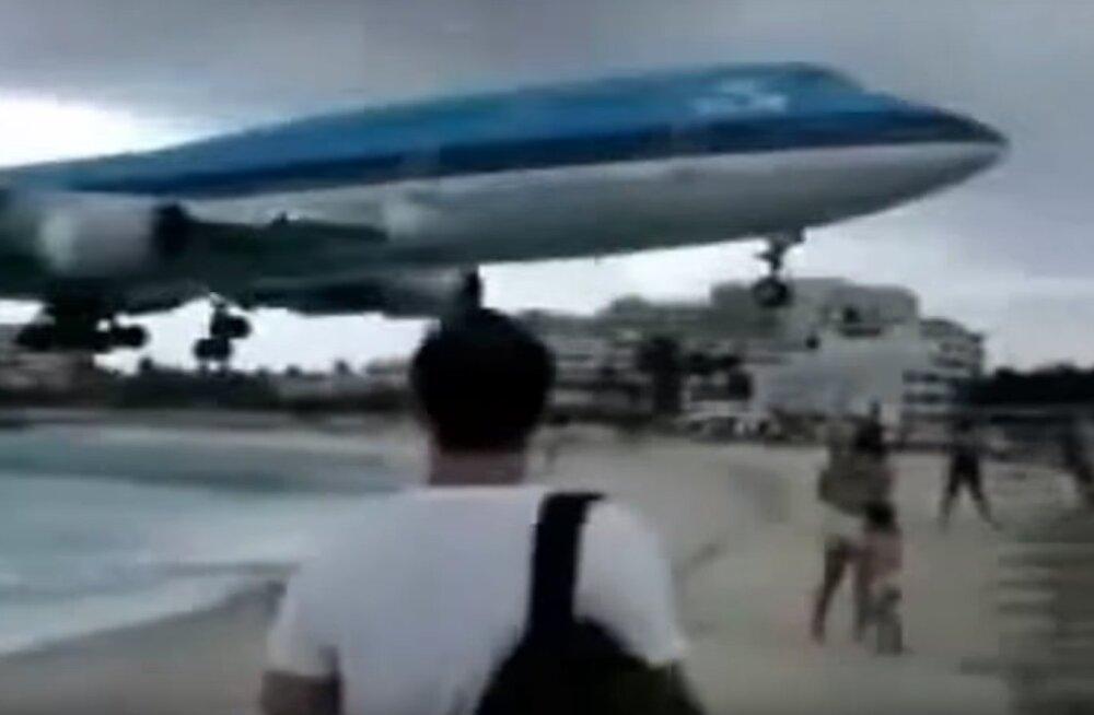 Hullumeelne VIDEO ja AUDIO   Napilt üle inimeste peade rammivad lennukid ja kõmakad, mis tekivad helibarjääri ületamisel