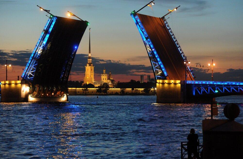 """ВИДЕО   Потрясающее зрелище: в Санкт-Петербурге развели Дворцовый мост под арию из оперы """"Кармен"""""""