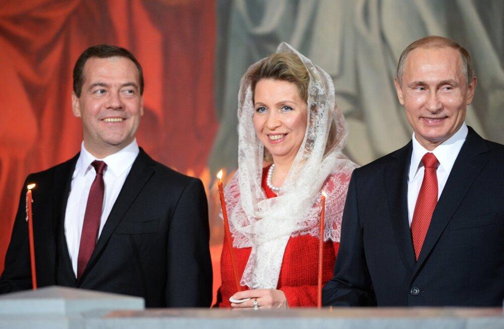 Õnnestunud duubeldamine: Putini ja Medvedevi tulud kahekordistusid