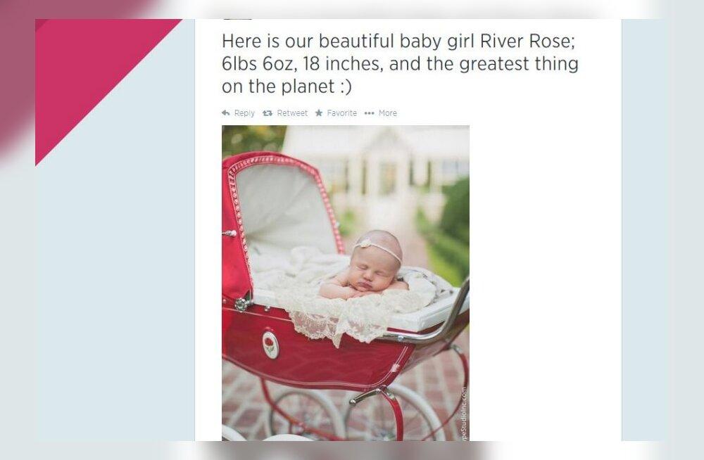 Kelly Clarkson jagas Twitteris pilti oma äsjasündinud tütrest