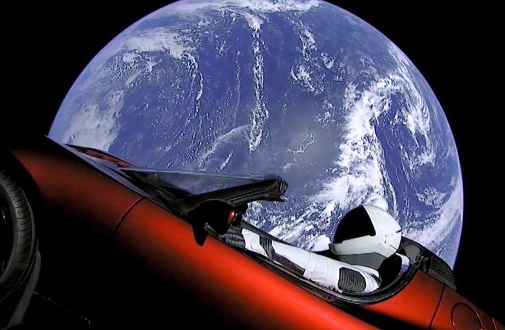 Tesla teekonda sai esimese nelja tunni jooksul jälgida auto pardale paigutatud veebikaamerate kaudu.