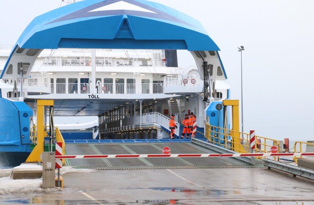 Täna sõidavad Saaremaa ja mandri vahet parvlaevad Piret ja Tõll.