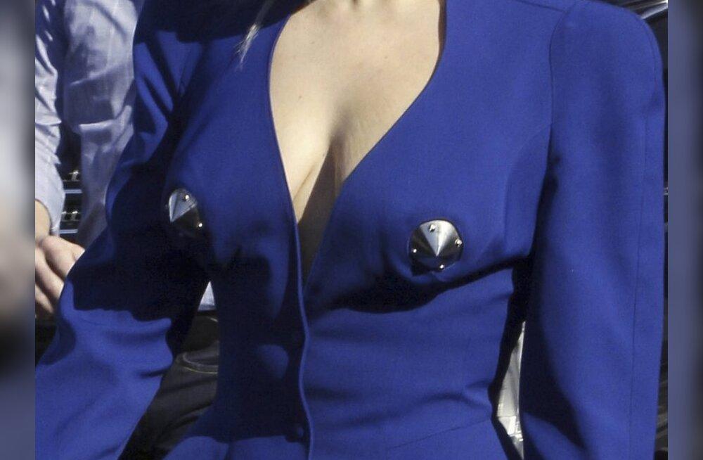 Lady Gaga kostüüm nibusid rõhutamas. Foto: Mavrixonline.com