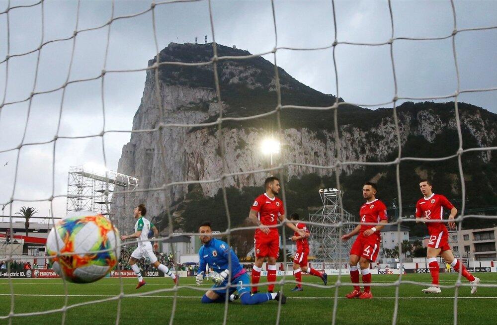 Gibraltar (punases) kaotas koduplatsil Iirimaale.