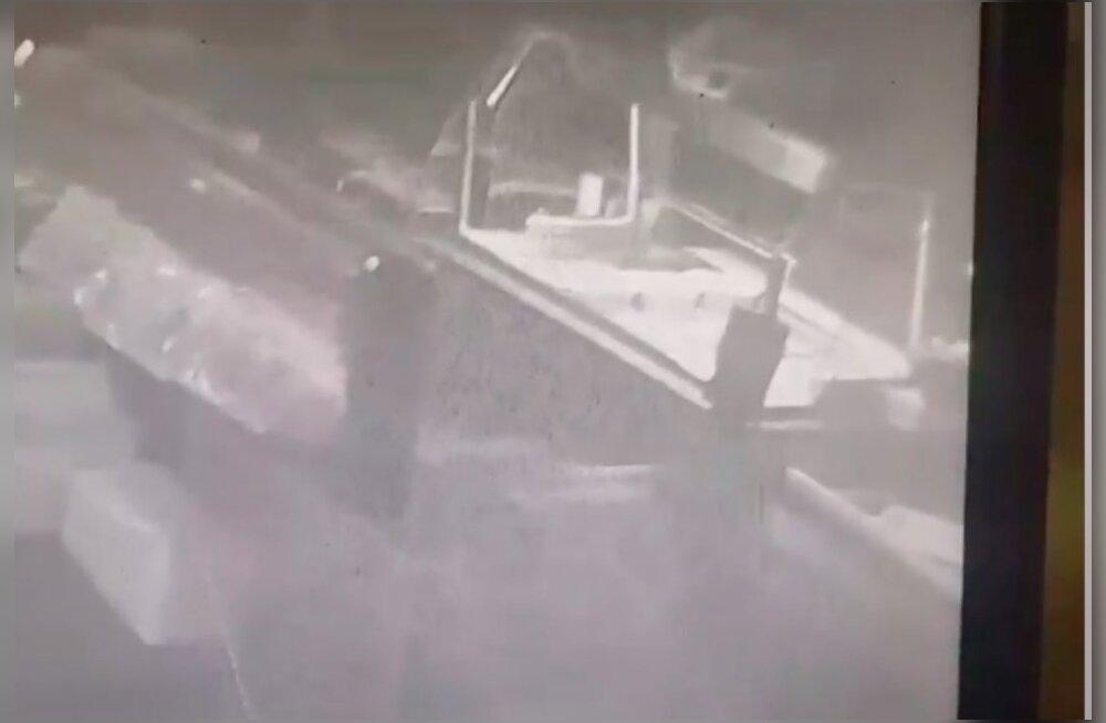 VIDEO | Tõestus,et kummitused on olemas? Tankla turvakaamera salvestusele jäi seletamatu nähtus