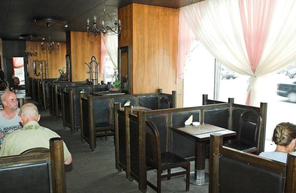 """Жилец дома в центре Таллинна пожаловался в министерство на кафе """"Нарва"""""""