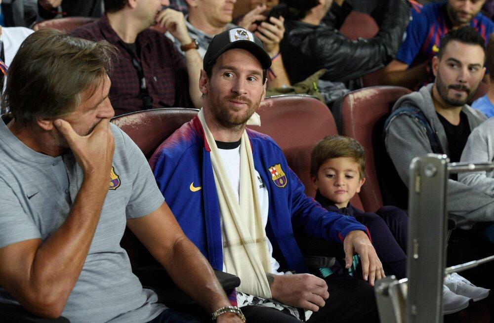 Lionel Messi tribüünil