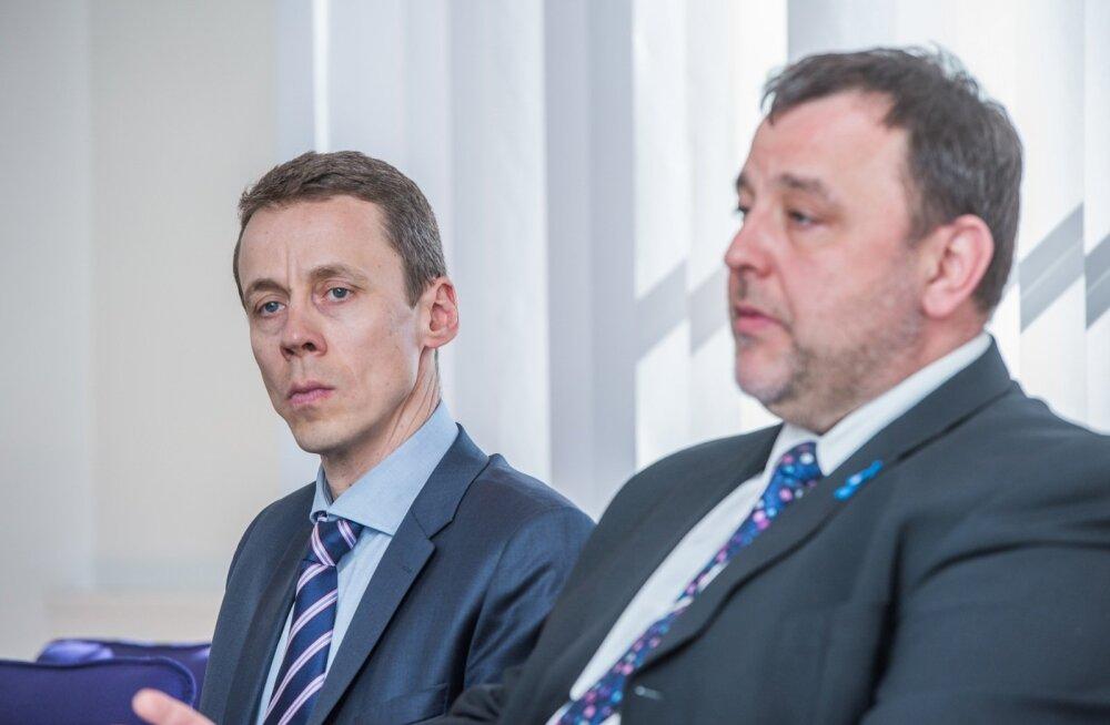 Rahandusminister Sven Sester (paremal) ja uue komisjoni juht Erkki Raasuke.