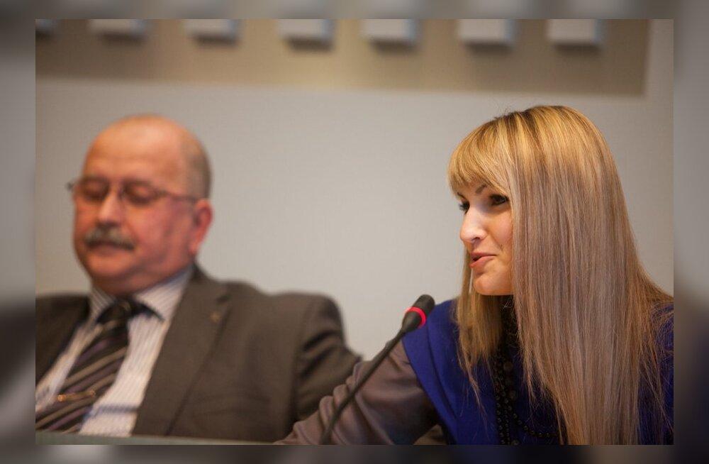 Jelena Kalbina, tagaplaanil Kalle Klandorf.