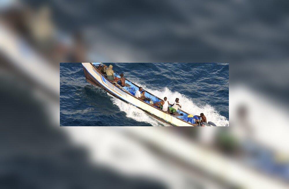 Сомалийским пиратам упали с неба $4 млн.