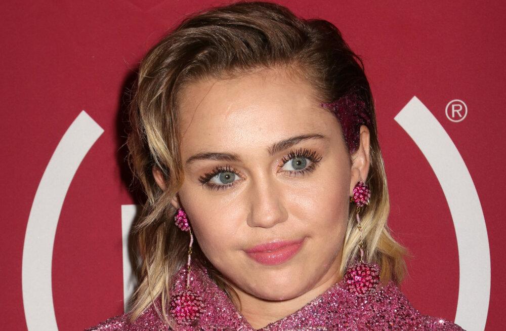 Miley Cyrus pajatab: mu ema on süüdi selles, et kanepit tõmban