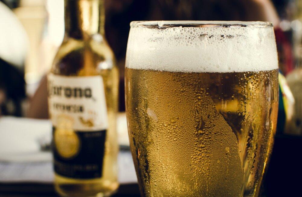 Muretsed, et oled kodus püsides alkoholi tarbimisega liiale läinud? Need 8 märki viitavad, et sul on probleem