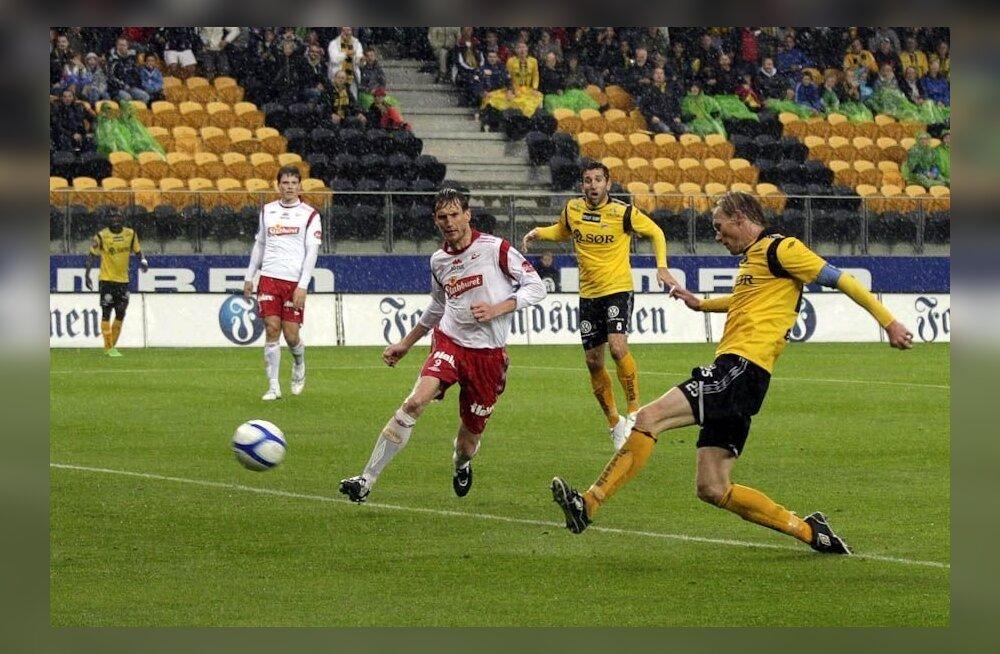 Raio Piiroja tegutsemas Fredrikstadi keskkaitsjana, jalgpall
