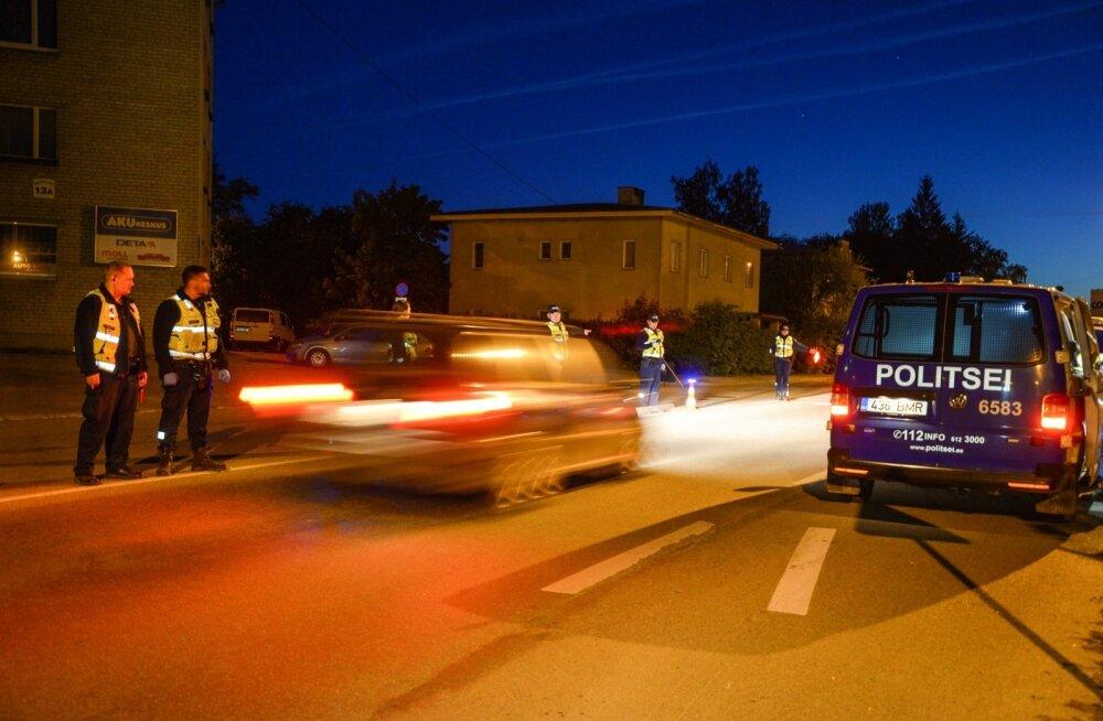 Öösel kontrolliti Viljandis autojuhte