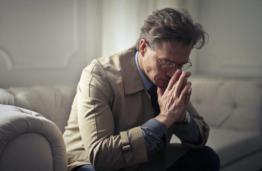 Ученые назвали возраст, в котором люди наиболее несчастны