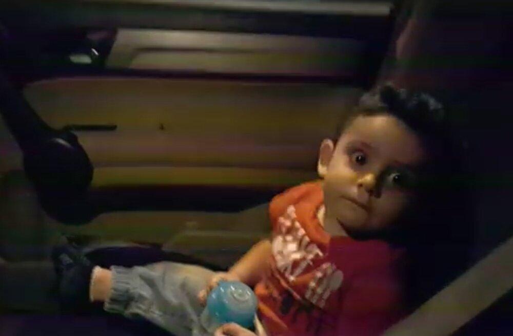 VIDEO | Liigutav hetk keset kaost! Liibanoni protestijad üllatasid hirmunud väikelast millegi eriti armsaga