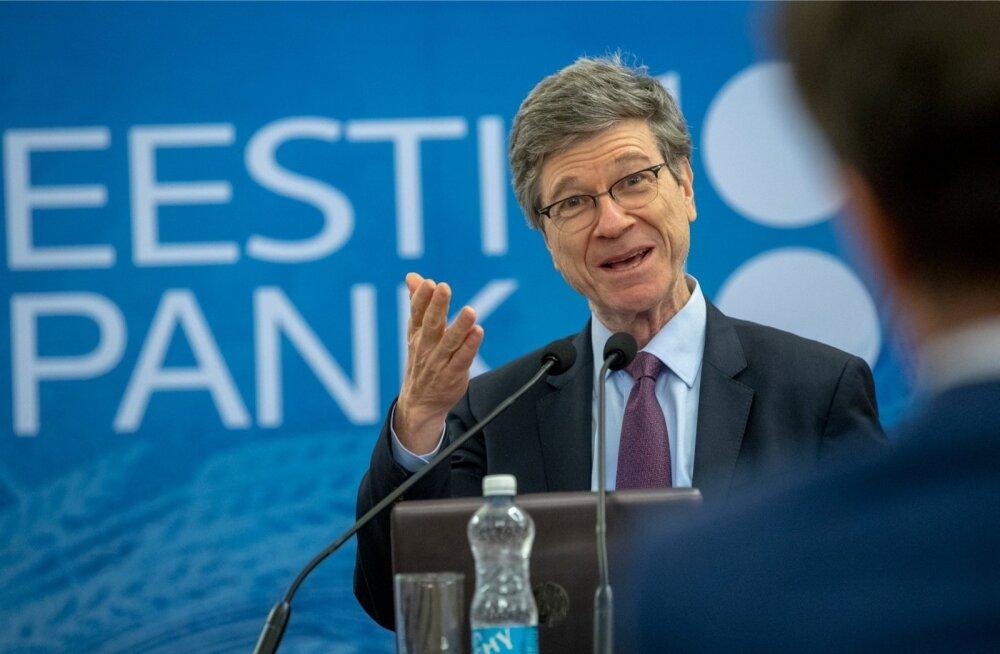 Suurepärane esineja Jeffrey Sachs ei lasknud end Eesti Panga juubeliüritusel PowerPointi suurele ekraanile näitamise võimatusest segada.