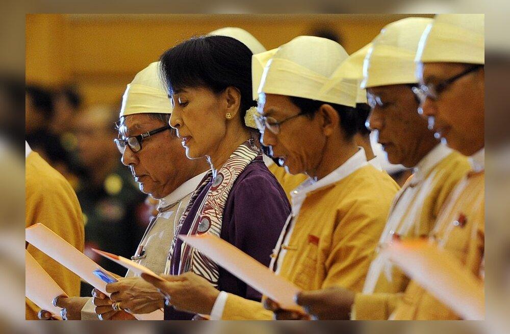 Birma opositioonijuht Aung San Suu Kyi andis parlamendisaadiku vande