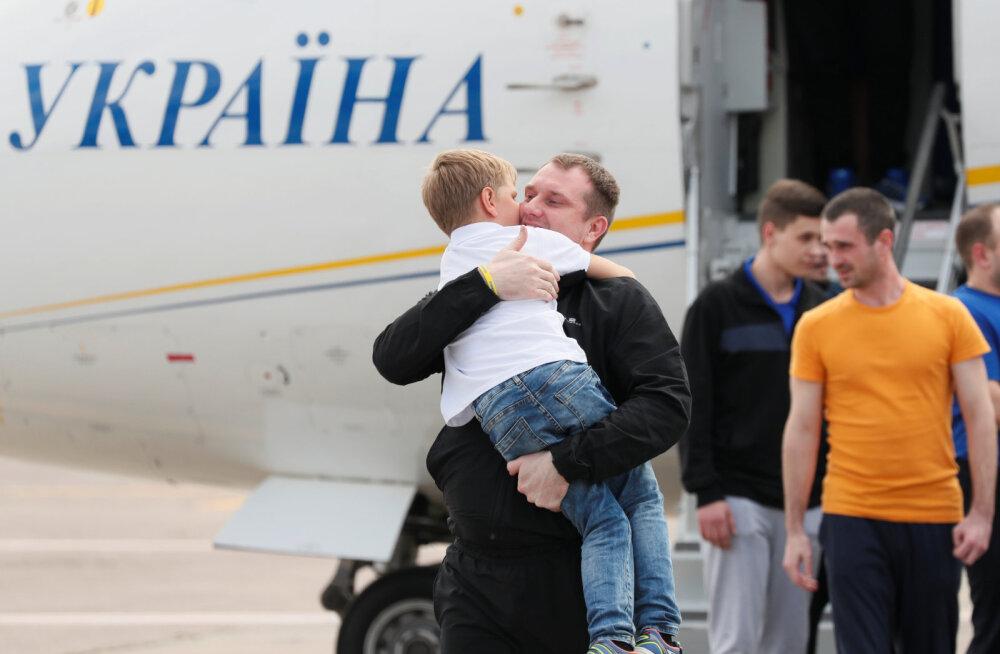 Ukraina meremehed pääsesid tänu vangide vahetusele kodumaale