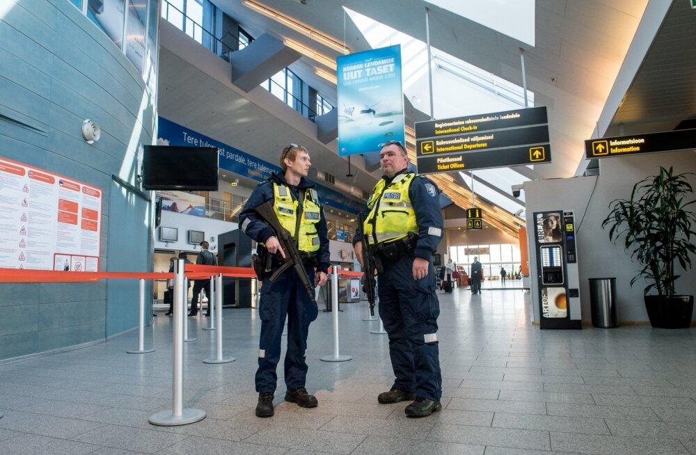 Tallinna lennujaamas patrullisid eile automaatidega relvastatud politseinikud.