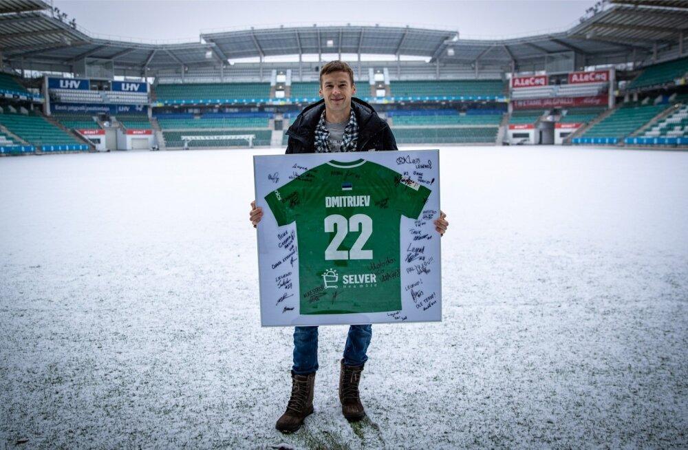 Aleksandr Dmitrijevile kingiti karjääri lõpetamise puhul FC Flora mängusärk koos kaaslate autogrammidega.