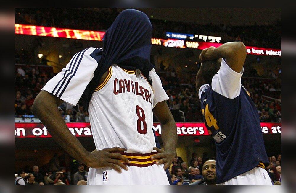 Cleveland Cavaliers Christian Eyenga (vasakul)