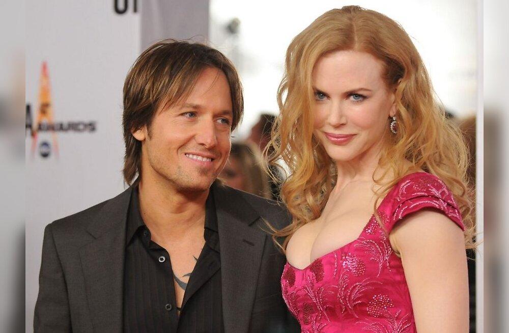 Nicole Kidman saab oma Manhattini lukskorterisse autoga sisse sõita