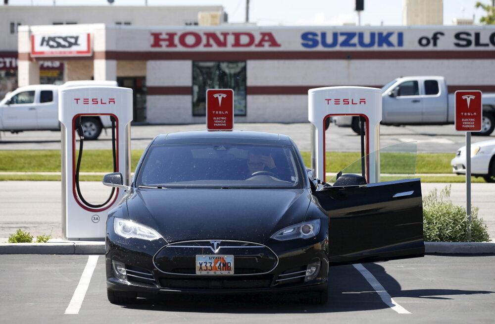 Häkkerid võtsid kontrolli Tesla Model S üle ja suretasid auto välja